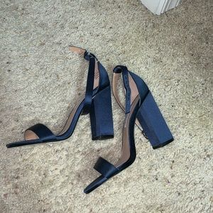 Cute simple chunky heels, no tag but never worn.